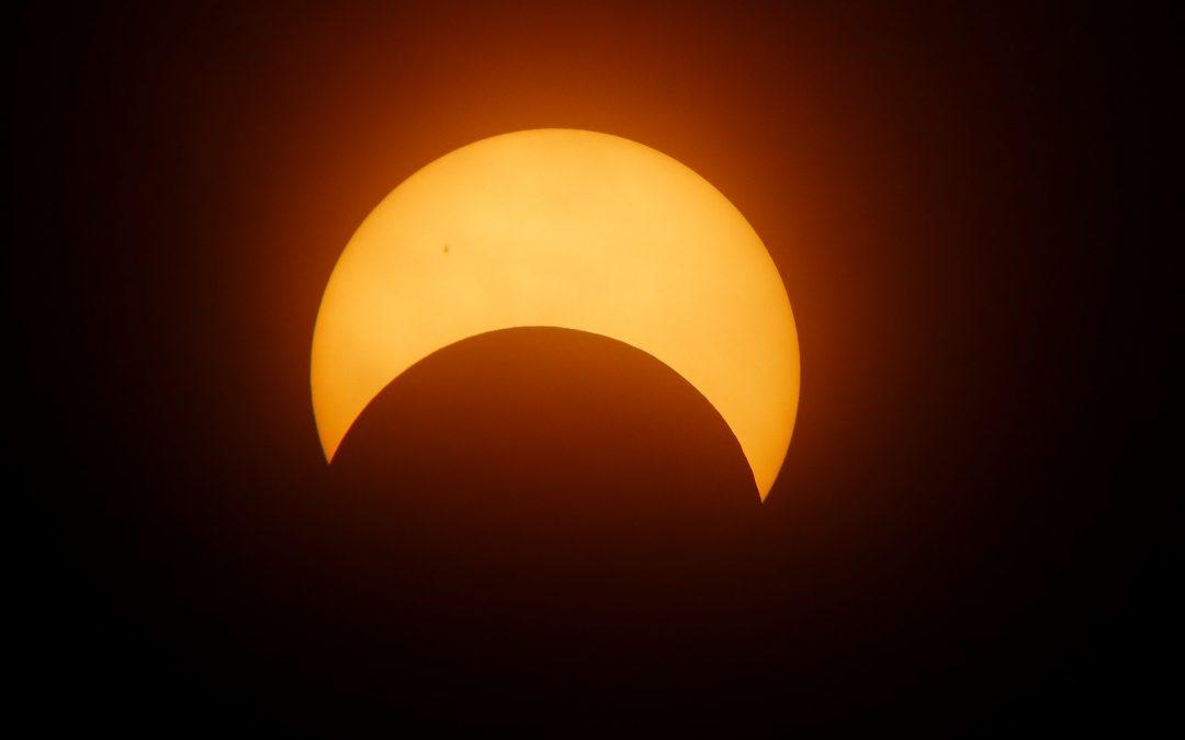 ¡Al infinito y más allá! Transmisión en directo del eclipse solar desde la NASA.